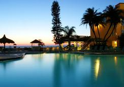 海豚滩度假村 - 圣皮特海滩 - 游泳池