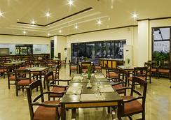Plaza Del Norte Hotel & Convention Center - 拉瓦格 - 餐馆