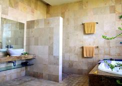 巴厘神秘酒店公寓 - 库塔 - 浴室