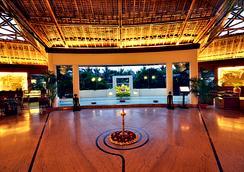 韦迪克村Spa度假酒店 - 加尔各答 - 大厅