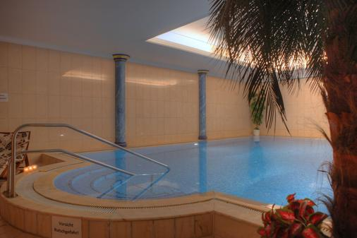 Strandhotel Atlantic - Seebad Bansin - 游泳池