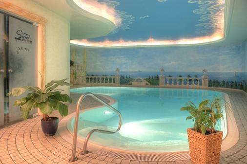 阿尔贝克奥斯酒店 - 塞巴特黑灵斯多夫 - 游泳池