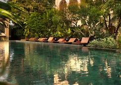 滨海皇宫酒店 - 曼谷 - 游泳池