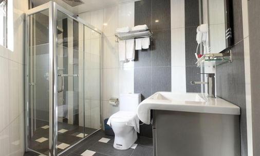 文华大酒店 - 亚庇 - 浴室