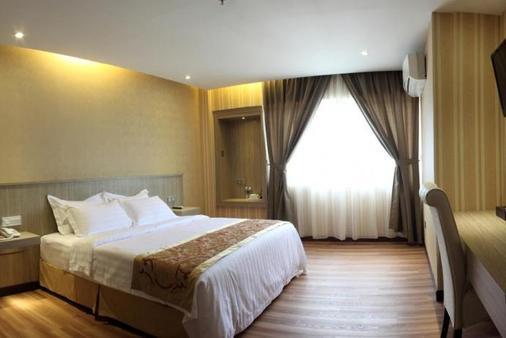 文华大酒店 - 亚庇 - 睡房