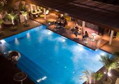 新德里公园酒店 - 新德里 - 游泳池