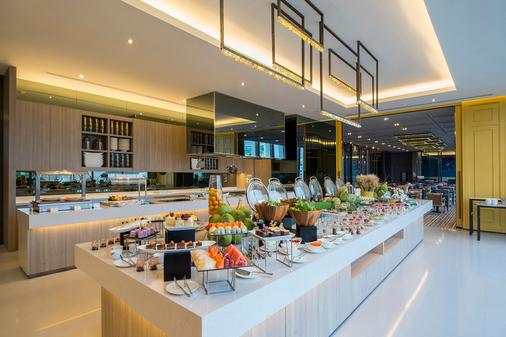 察殿曼谷沙吞公寓酒店 - 曼谷 - 自助餐