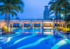 察殿恩博利豪华酒店 - 曼谷 - 游泳池
