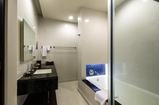 橡树河畔曼谷酒店 - 曼谷 - 浴室