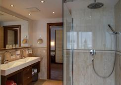 奥斯特度假酒店 - Finkenberg - 浴室