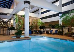 休斯顿西能量走廊温德姆酒店 - 休斯顿 - 游泳池