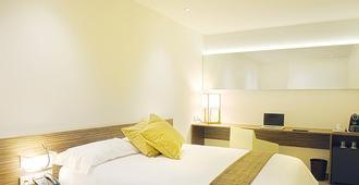 马德里机场尊贵旅行者天空客房酒店 - 马德里 - 睡房