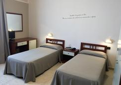 欧元酒店 - 圣乔瓦尼·罗通多 - 睡房