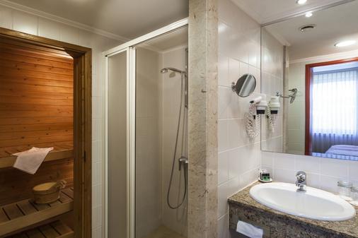 赫利亚丹乌比斯健康温泉度假酒店 - 布达佩斯 - 浴室