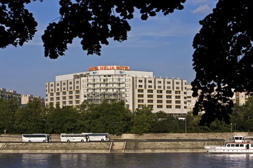 赫利亚丹乌比斯健康温泉度假酒店 - 布达佩斯 - 建筑
