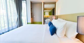 普吉易思因雅玛酒店 - 卡伦海滩 - 睡房