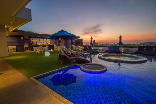 卡塔海滩雅马度假村及Spa - 卡伦海滩 - 游泳池