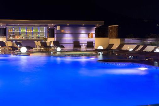 卡塔海滩雅马度假村及Spa - 卡伦海滩 - 酒吧