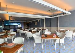 普吉易思因雅玛酒店 - 卡伦海滩 - 餐馆