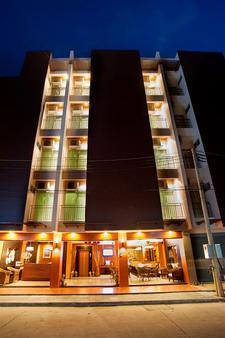 巴东德瓦套房酒店 - 芭东 - 户外景观