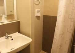 The Center Suites - 宿务 - 浴室
