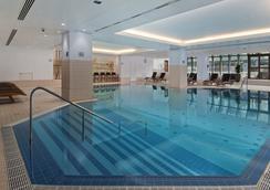 布拉格希尔顿酒店 - 布拉格 - 游泳池