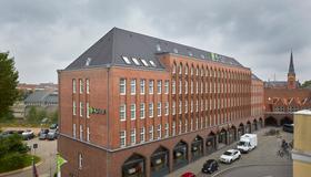吕贝克H + 酒店 - 吕贝克 - 建筑