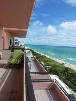 亚历山大酒店 - 迈阿密海滩 - 阳台
