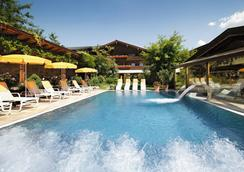 Romantikhotel Böglerhof - 阿尔卑巴赫 - 游泳池