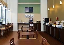 英纳哈波尔市中心斯利普套房酒店 - Baltimore - 餐馆