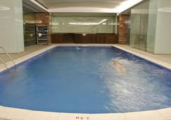 瑞卡高级行政别墅酒店 - 里斯本 - 游泳池