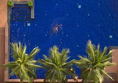 曼谷湄南岸华美达酒店 - 曼谷 - 游泳池
