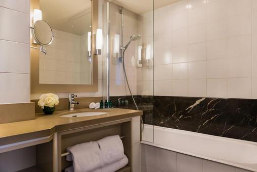图维尔艾菲尔酒店 - 巴黎 - 浴室