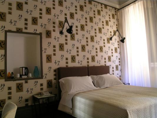 瑞拉斯宫廷酒店 - 罗马 - 睡房