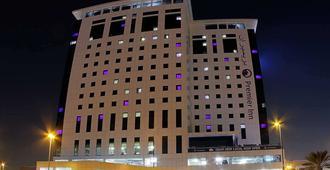 迪拜伊本白图泰购物中心普瑞米尔酒店 - 迪拜
