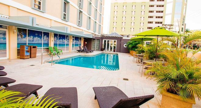圣胡安米拉马尔万怡酒店 - 圣胡安 - 游泳池