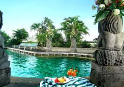 卢米埃尔酒店及会议中心 - 雅加达 - 游泳池