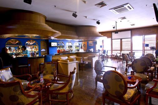 卢米埃尔酒店及会议中心 - 雅加达 - 酒吧