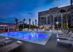 德索托酒店 - 萨凡纳 - 游泳池