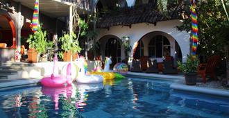 彩色绿洲渡假村 - 圣荷西 - 游泳池
