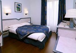 第戎中心北品质酒店及纪尧姆门餐厅 - 第戎 - 睡房