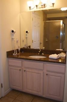 麦迪逊大道海滩俱乐部汽车旅馆 - 五月岬郡 - 浴室