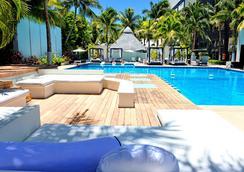 噢!城市绿洲酒店-限成人入住 - 坎昆 - 游泳池