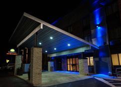 戴顿戴斯酒店 - 丹顿 - 建筑