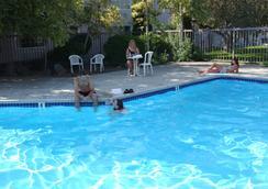 费尔布瑞芝套房汽车旅馆 - 爱达荷福尔斯 - 爱达荷福尔斯 - 游泳池