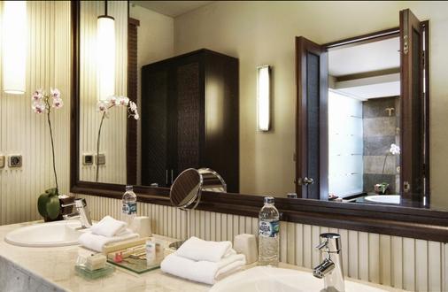 马哈普拉别墅酒店 - 登巴萨 - 浴室