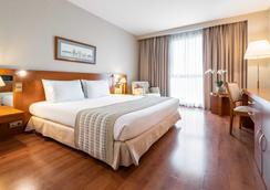 圣拉萨罗欧洲之星酒店 - 圣地亚哥-德孔波斯特拉 - 睡房
