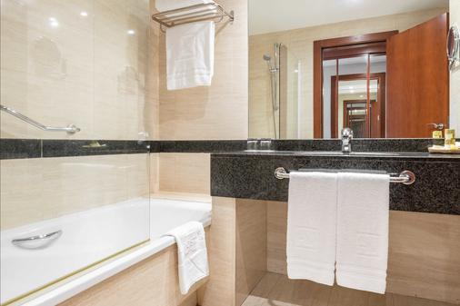 圣拉萨罗欧洲之星酒店 - 圣地亚哥-德孔波斯特拉 - 浴室