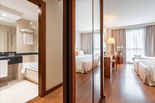 欧洲之星圣拉萨罗酒店 - 圣地亚哥-德孔波斯特拉 - 停车场