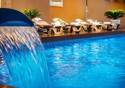 赫利俄斯-阿缪尼卡酒店 - 阿尔穆涅卡尔 - 游泳池
